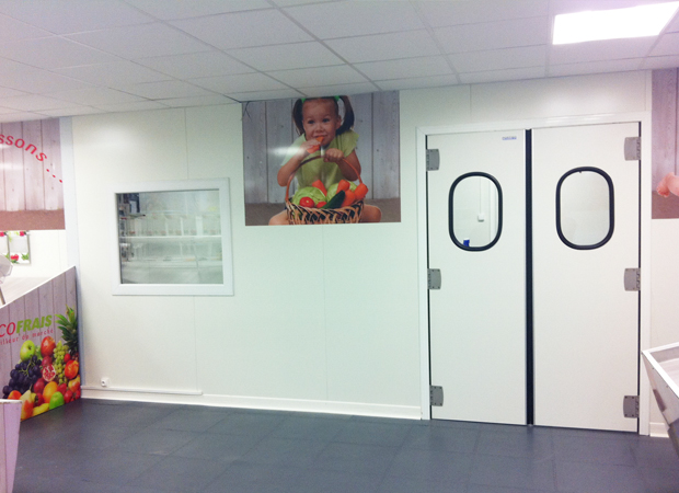 Double Swing Doors and Fixed Window - Supermarket – France